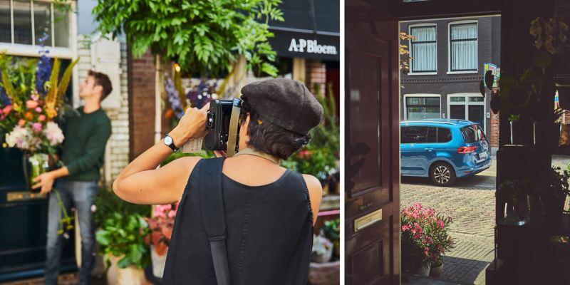 Alexander Posthuma in seinem Blumenladen, eine Kollegin macht Fotos. Rechtes Bild. Das Heck des Touran auf der Straße im Hintergrund.