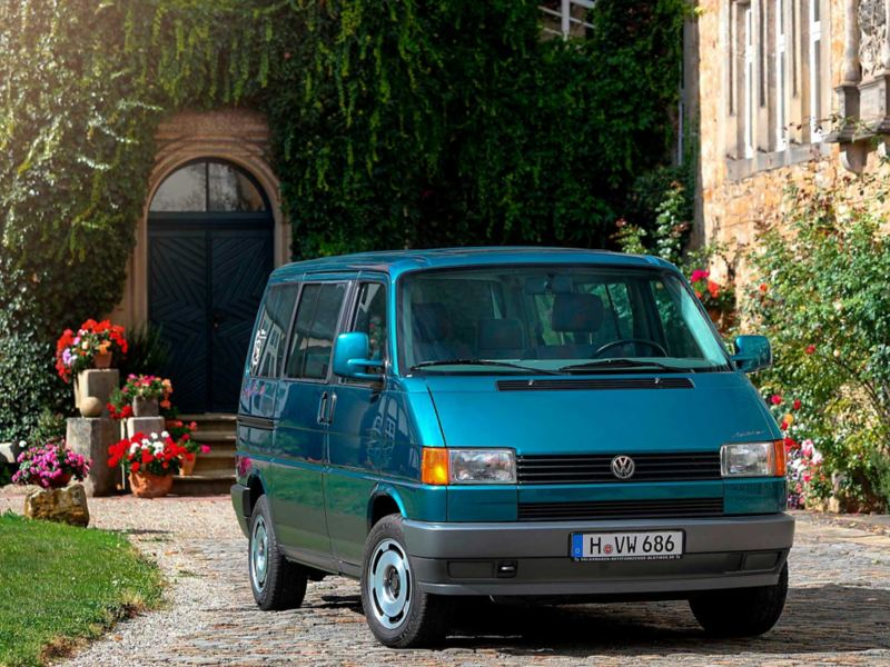 Transporter 4 num jardim na Alemanha
