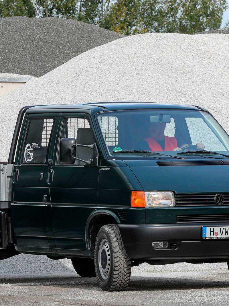 Transporter 4 com caixa aberta para utilização das empresas e indústrias.