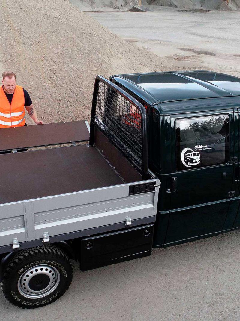 Carrinha Transporter de caixa aberta.