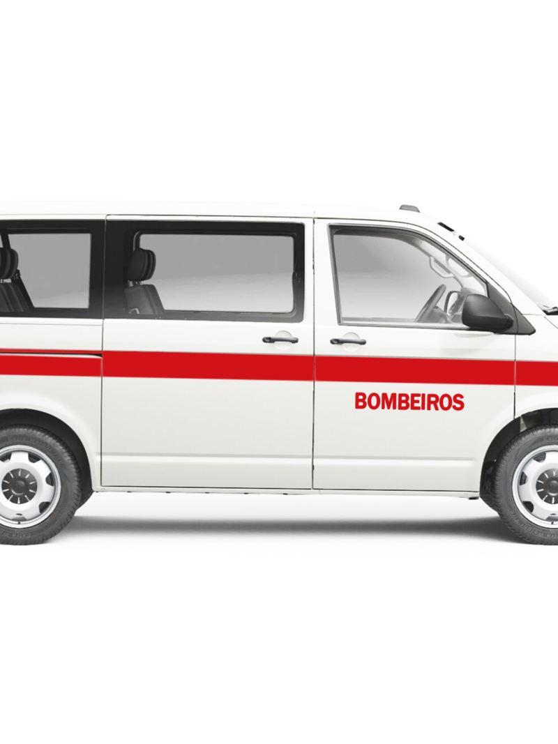 Carrinha comercial Volkswagen Transporter adaptada para os Bombeiros.