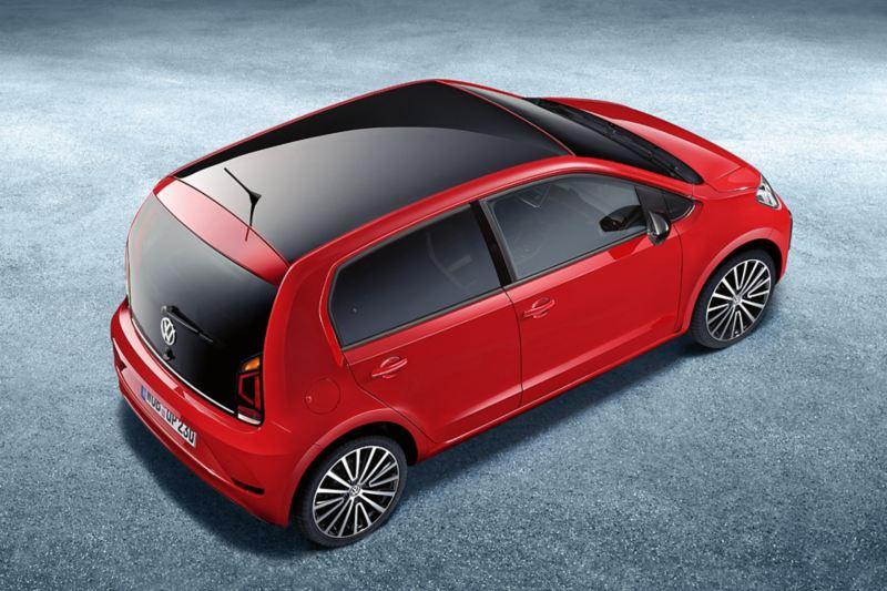 VW up! com teto em preto contrastante.