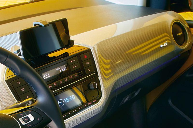 Närbild panel på VW e-up!