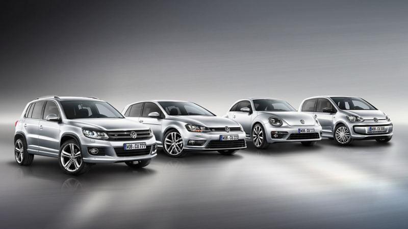 Vier Jahreswagen  stehen in einer Reihe