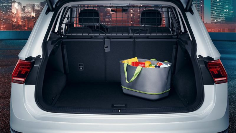 Volkswagen bagageutrymme med fylld matkasse