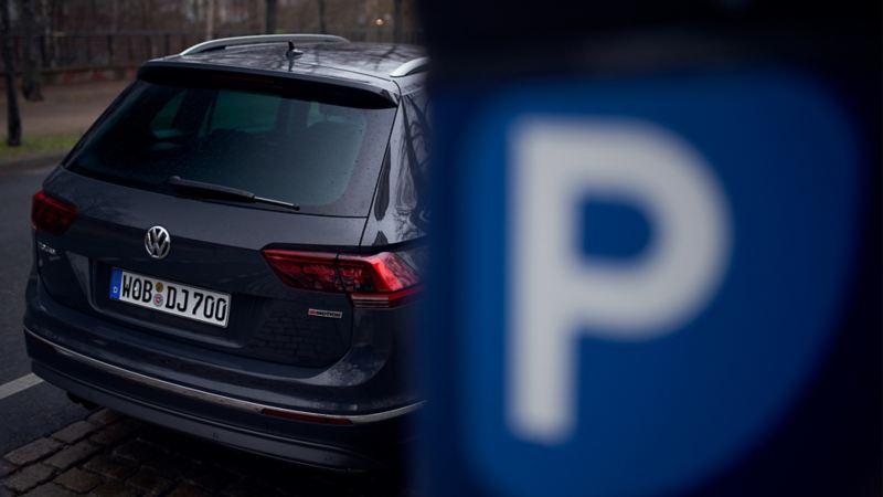Ein parkender Volkswagen.