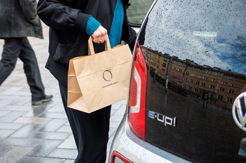 detaljbild på matkasse och baklyktan på Volkswagen e-up!
