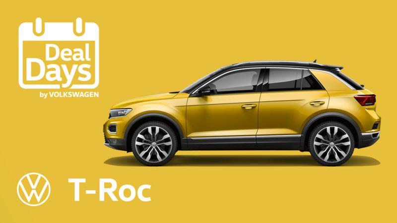 Volkswagen T-Roc Sport σε χώρο στάθμευσης μπροστά από ένα μπαρ. Ο οδηγός περπατά γύρω από το πίσω άκρο του αυτοκινήτου