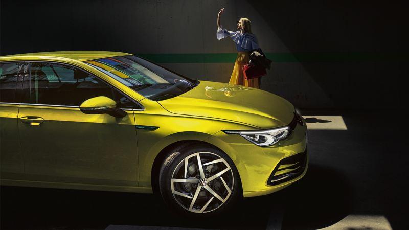 laterale di Nuova Golf 8 la nuova berlina connessa di Volkswagen