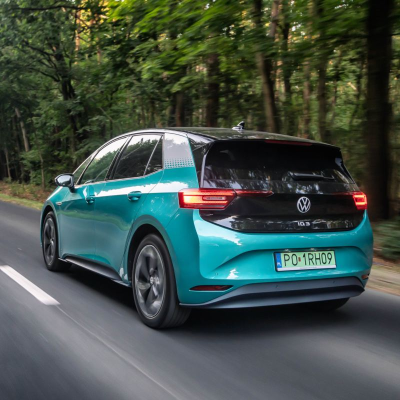 """Rozmowa na temat ekodrivingu w samochodach elektrycznych w podcaście """"Elektrycznie Tematyczni"""""""