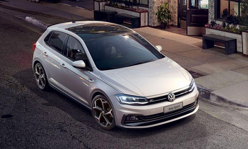Volkswagen Polo Sport con equipaggiamenti R-Line vista anteriore