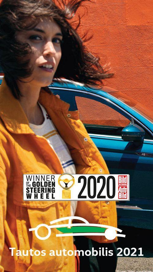 """Moteris išlipa iš """"VW Tiguan"""" vairuotojo vietos"""