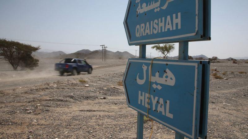 Vägskyltar i öknen i Oman