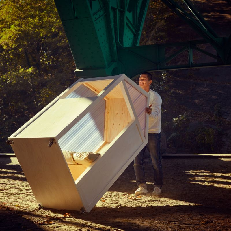 VanBo dresse sa maison d'un mètre carré.