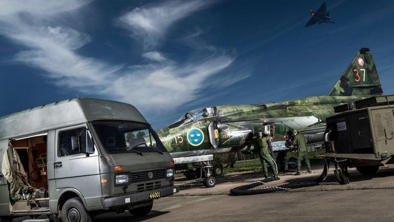 Viggen och Volkswagen LT31, specialanpassad för Flygvapnet.