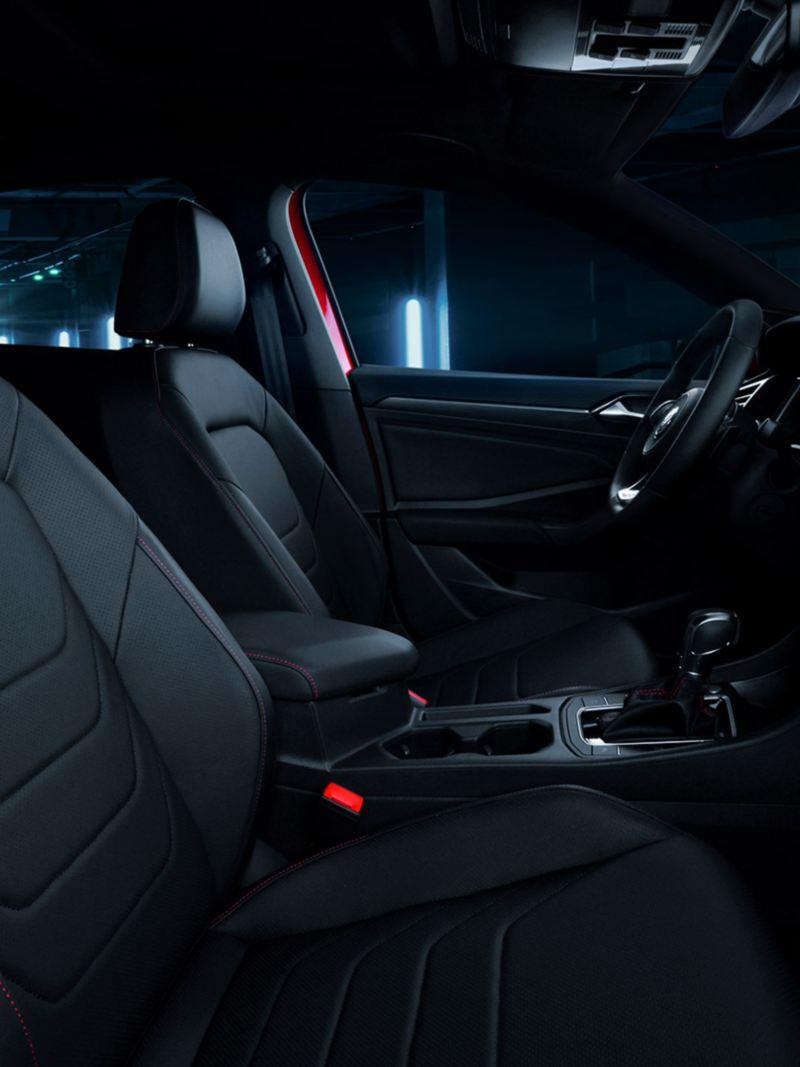 Jetta GLI 2020 de Volkswagen con diseño dinámico equipado con frenos abs en ambiente nocturno