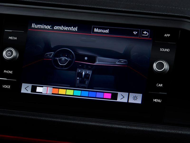Consola frontal del Jetta GLI 2020 de Volkswagen con luz ambiental