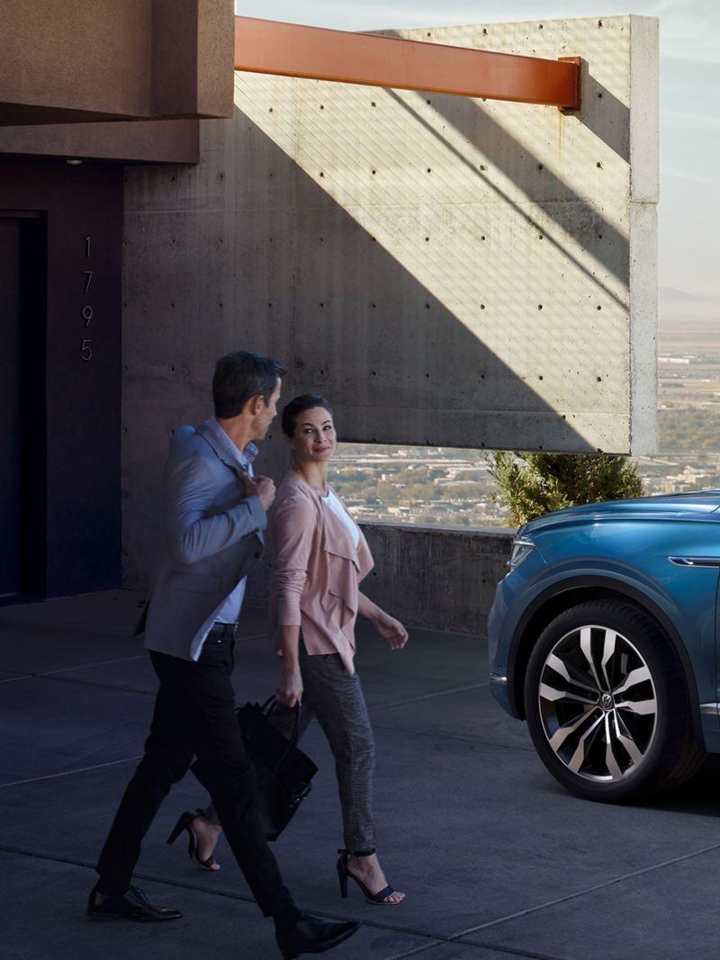 Passt auf sich selbst auf: Im Falle eines Einbruchsversuchs alarmiert Sie der VW Touareg per Benachrichtigung.
