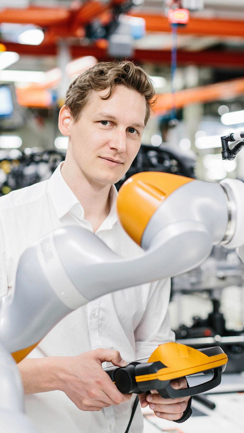 Johannes Teiwes arbeitet im Smart Production Lab der Konzern-IT