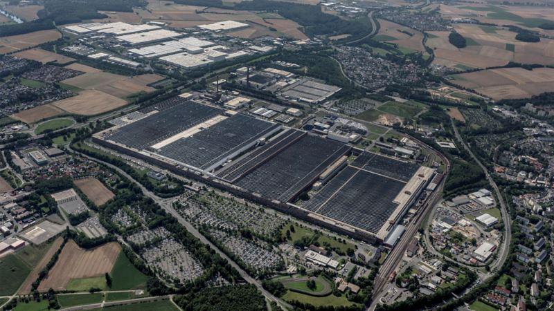 Das Volkswagenwerk in Kassel aus der Vogelperspektive betrachtet