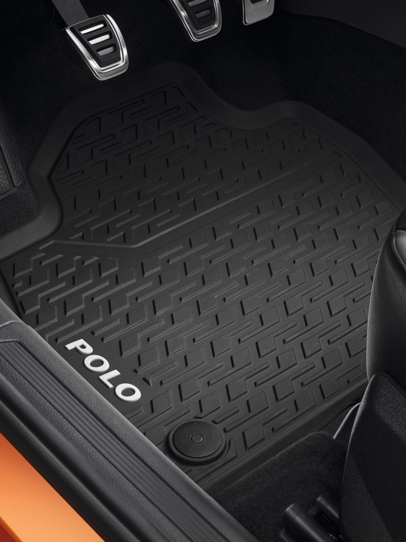 Detailed view of rubber floor mats – Volkswagen Accessories Interior