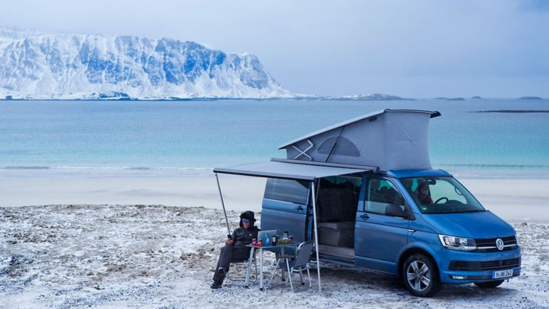 Vintercamping vid Lofoten med nya Volkswagen California.