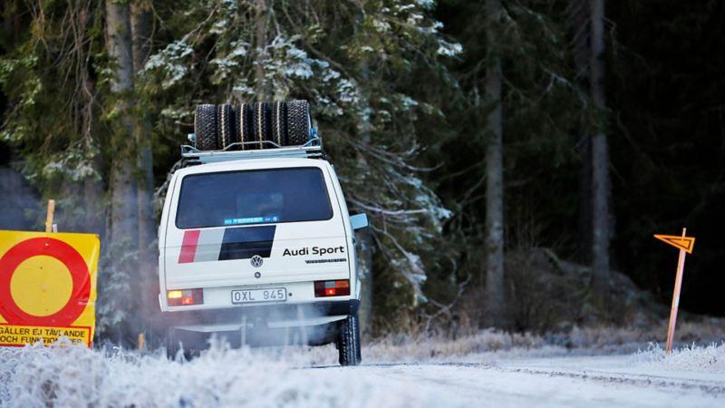 Audi Sport-bussen bakifrån