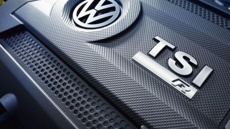 Emblema del motor TSI R de un Golf R