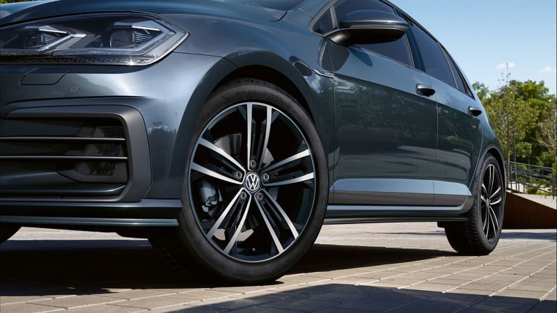 Lateral view of a wheel of a Volkswagen car