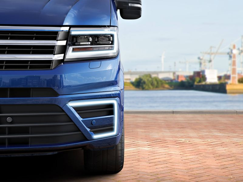 View of the front bumper Blue Metallic paintwork Volkswagen e-Crafter