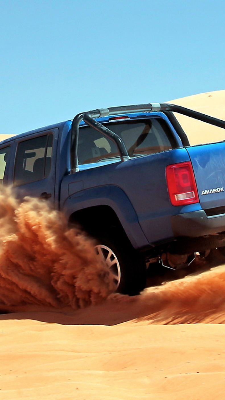 Volkswagen Amarok adventure drive in the sand