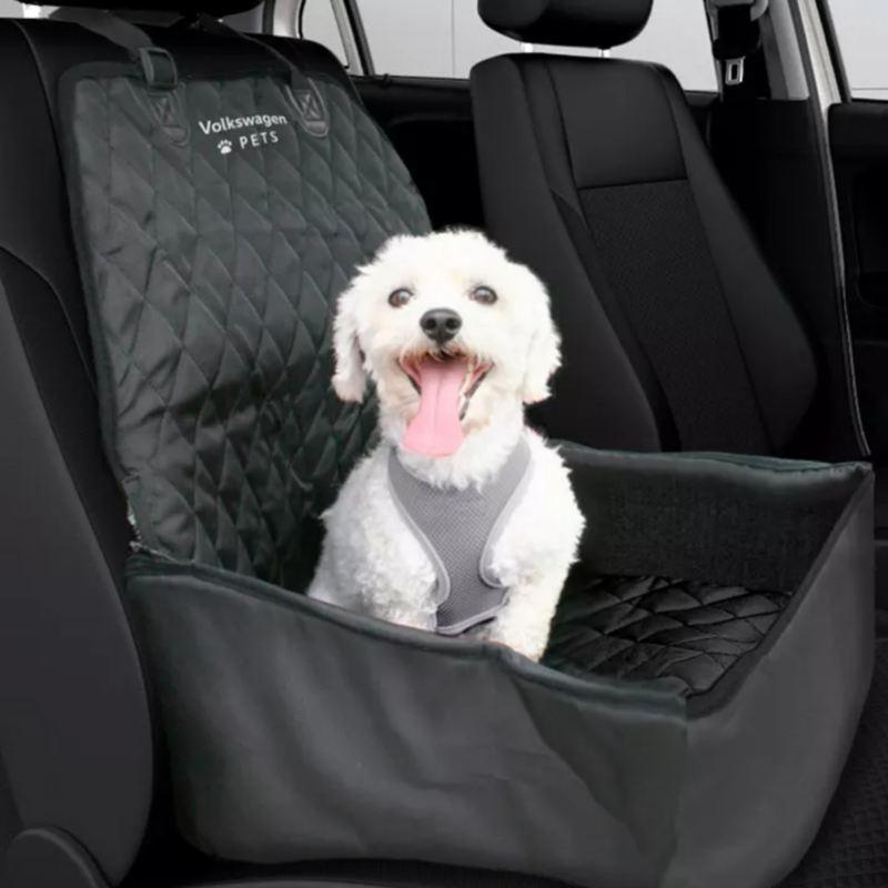 Conoce los accesorios de Volkswagen diseñados para viajar en tu auto junto con tu mascota.