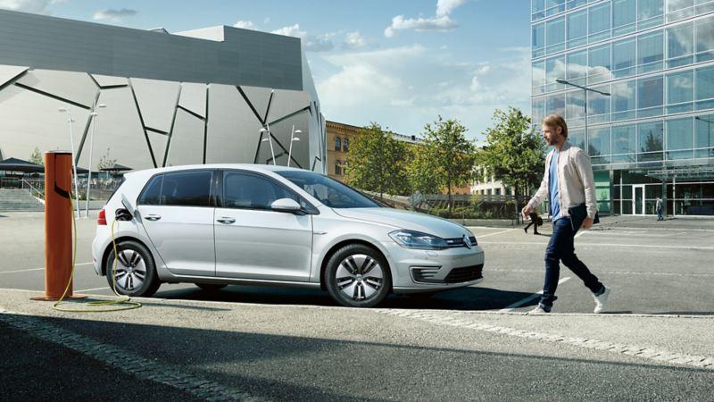 Une Volkswagen dans un stationnement