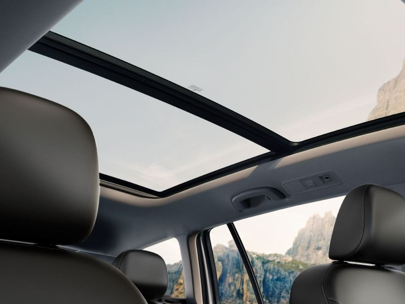 The panoramic sunroof of the Golf Alltrack
