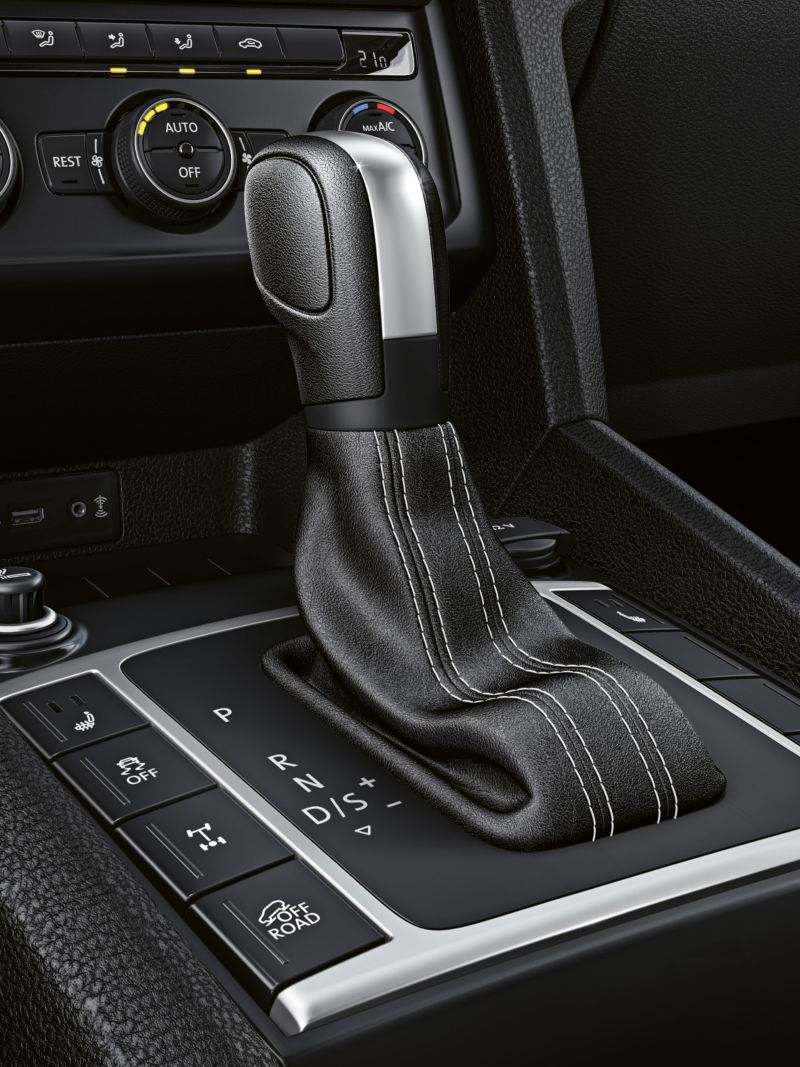 Wide shot of the central console and gear stick.