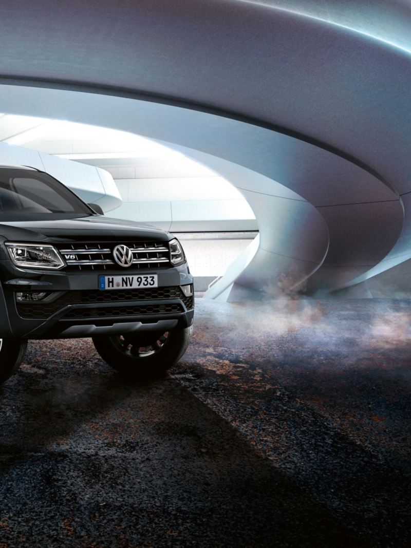 VW Amarok Dark Label mit V6-Plakette.