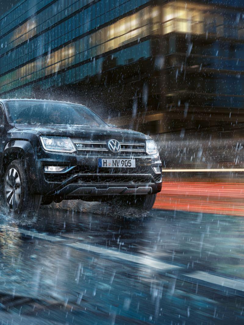 Volkswagen Amarok kuvattuna sivusuunnasta
