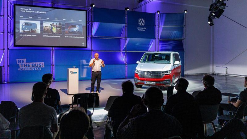 André Bertelsmeier presenterar nya Bulli T6.1 på mässa