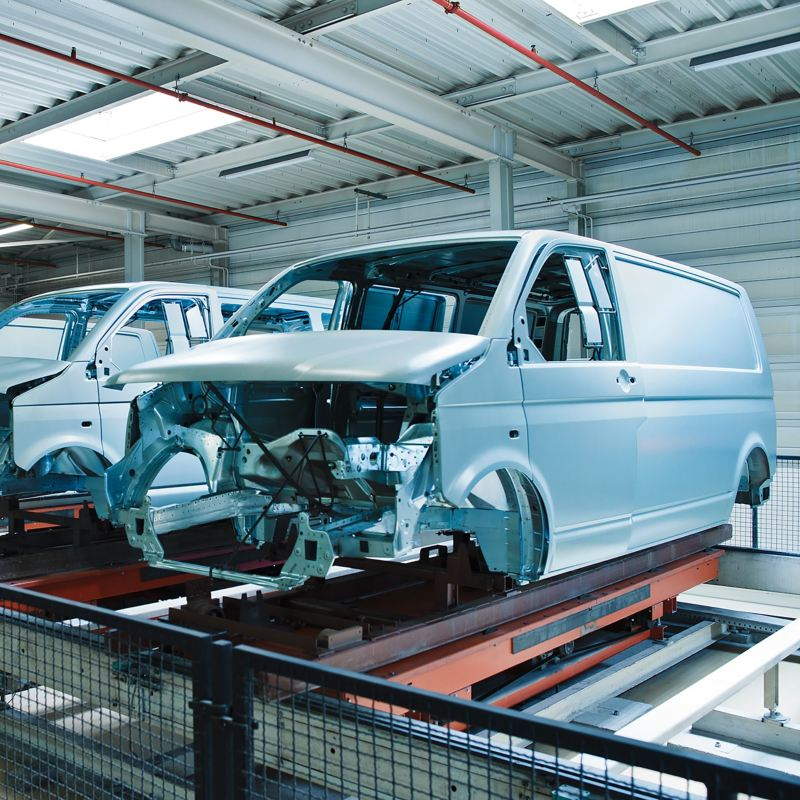 Die unlackierte Karosserie eines VW Transporters