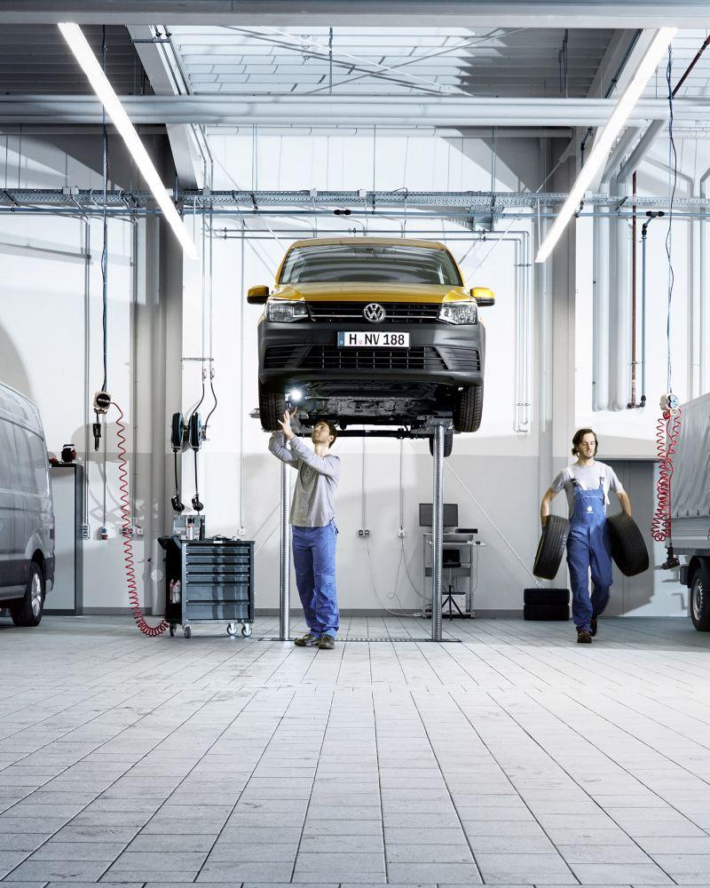 vw Volkswagen varebil varebiler merkeverksted verksted service reparasjon bilverksted Caddy Transporter Crafter Amarok hjul bremseskive bilmekaniker