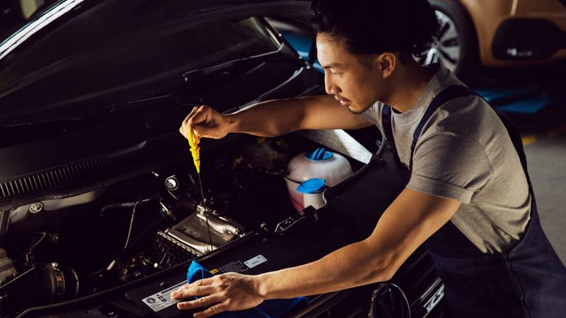 vw Volkswagen merkeverksted verksted service service-og vedlikeholdsavtale mekaniker bilmekaniker oljeskift varebil Transporter Caddy Crafter Amarok
