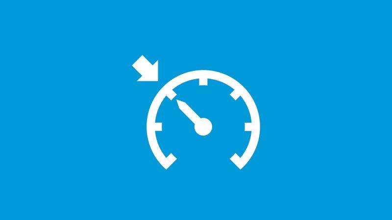 Das Symbol der Geschwindigkeitsregelanlage auf blauem Grund.