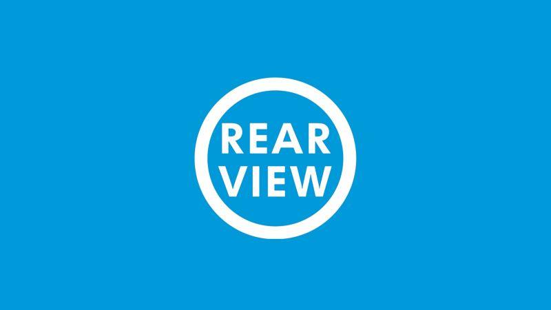 """Das Symbol der Rückfahrkamera """"Rear View"""" auf blauem Grund."""