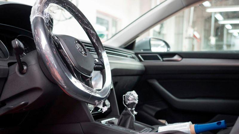 Automóvil desinfectado después de Servicio de Limpieza Profunda en las Concesionarias VW