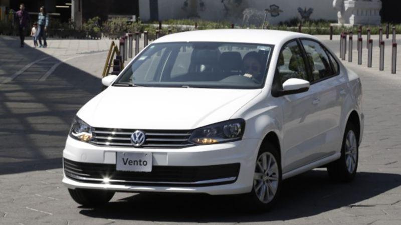 Vento Volkswagen - Auto nuevo siendo cuidado con los mejores consejos de VW
