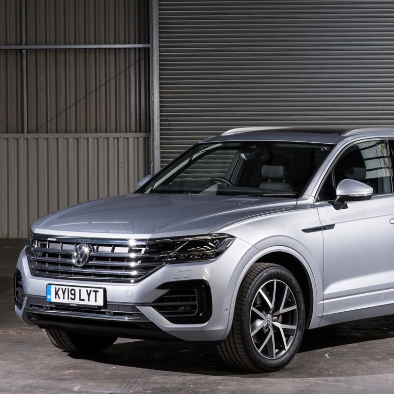Front shot of a silver Volkswagen Touareg