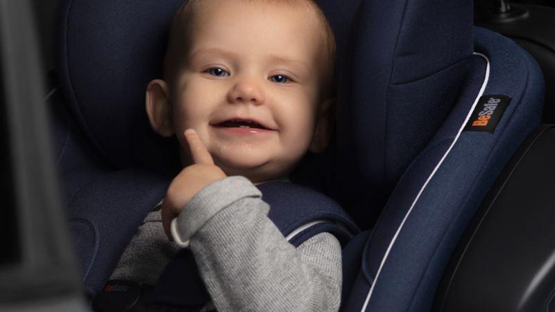 Ett barn i bildbarnstol