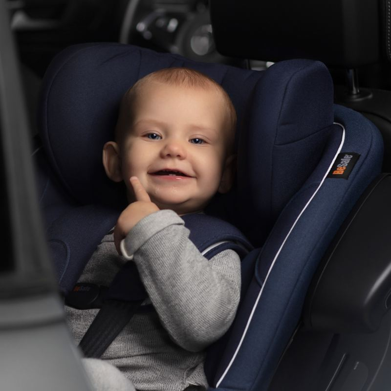 Ett barn i bilbarnstol