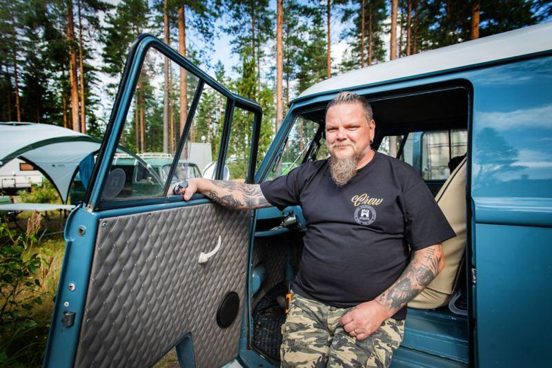 Suomen Volkkariyhdistyksen puheenjohtaja Jari Kähkönen harrastaa Volkswageneita.