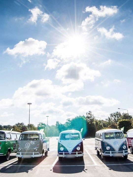 Volkswagen Utilitaires Combi Summer festival 70 ans parking